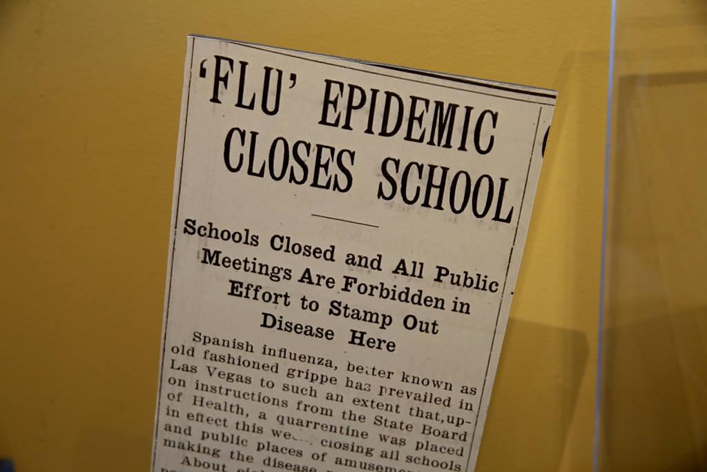 Un artículo de periódico de la era de la Primera Guerra Mundial dedicada a la pandemia mundia ...