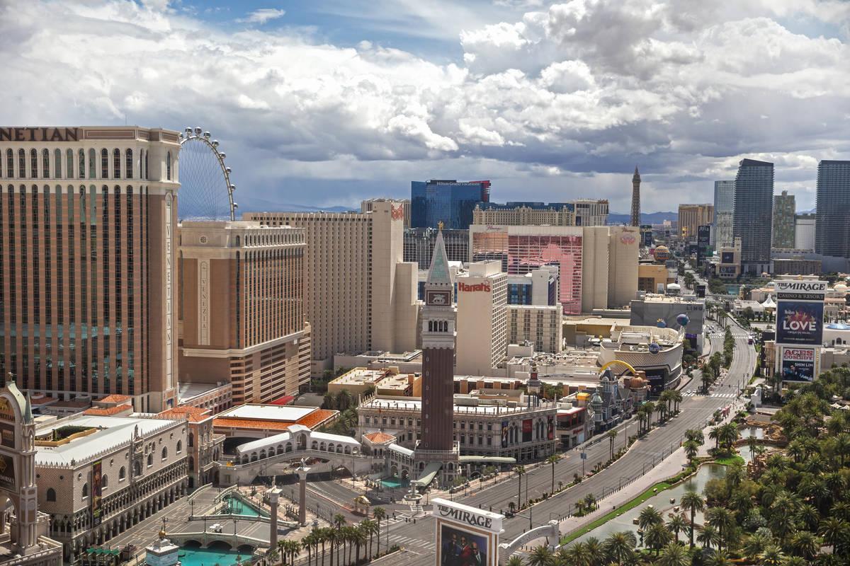El Strip vacío el jueves, 9 de abril de 2020, en Las Vegas. (Benjamin Hager/Las Vegas Review-J ...