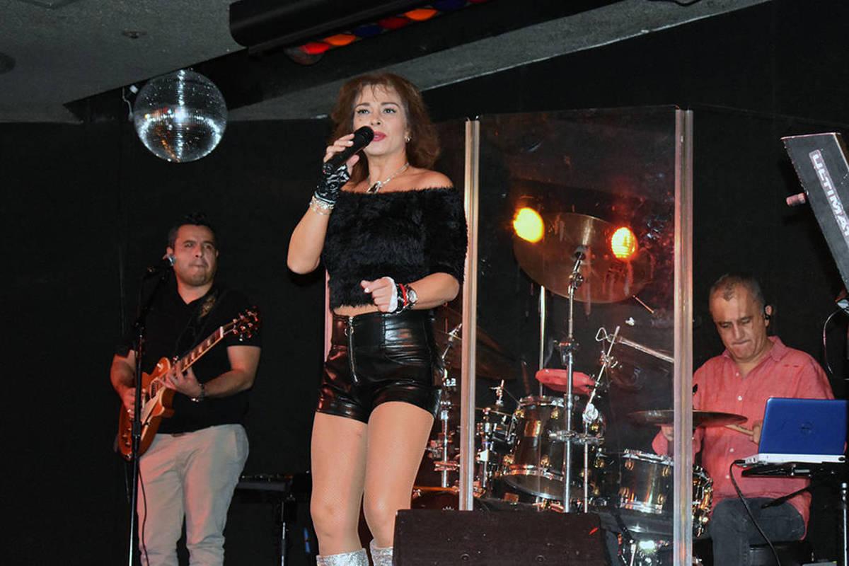 Esta fotografía de archivo muestra a Claudine Castro protagonizando una fiesta de baile latino ...
