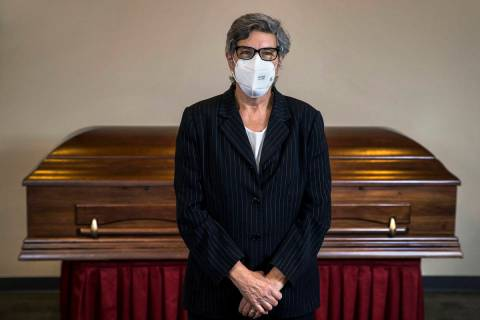 Laura Sussman de Kraft-Sussman Funeral & Cremation Services en su espacio de reunión el martes ...