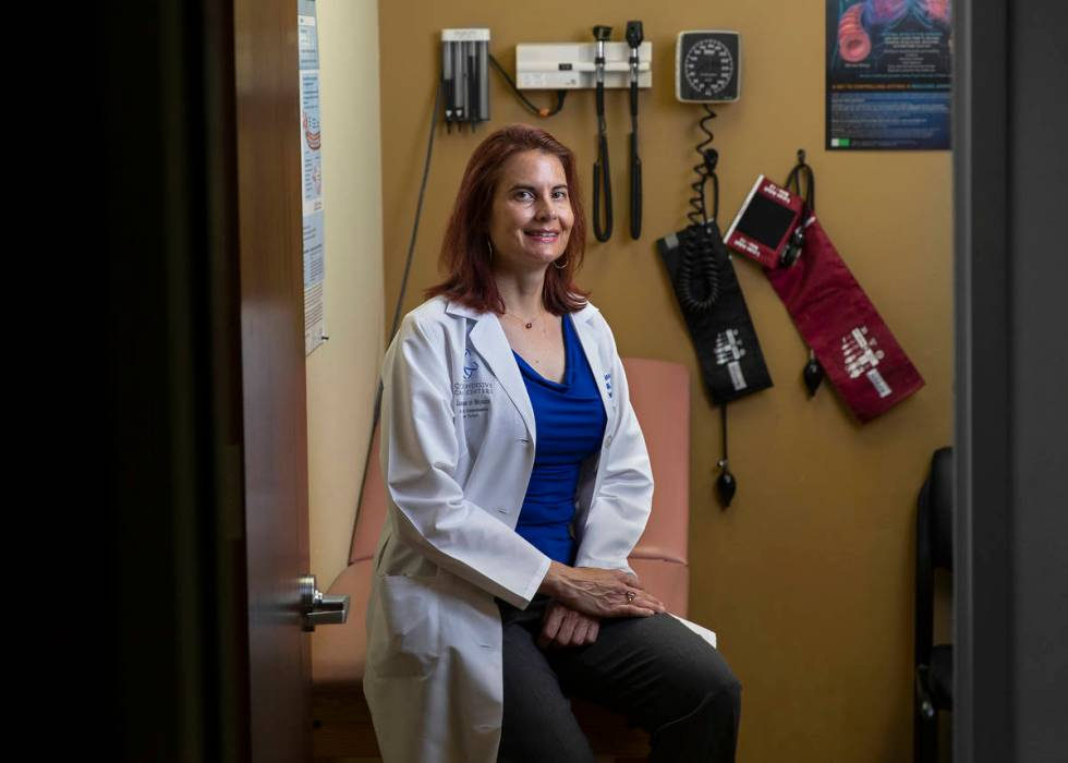 La enfermera practicante Denise Horvath en la oficina médica de Mountain View en Las Vegas. (B ...