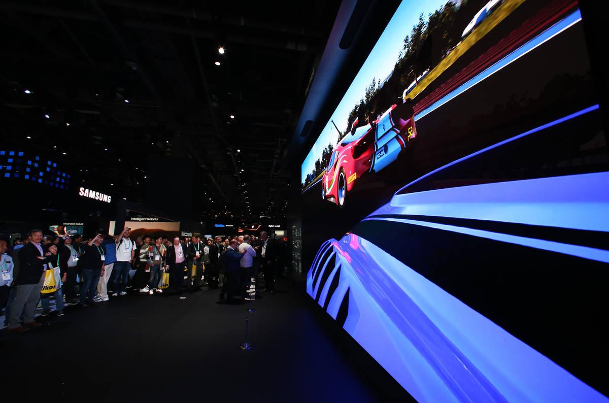 """""""The Wall"""", un televisor 8K de Samsung, se exhibe el martes, 7 de enero de 2020 en el Consumer ..."""