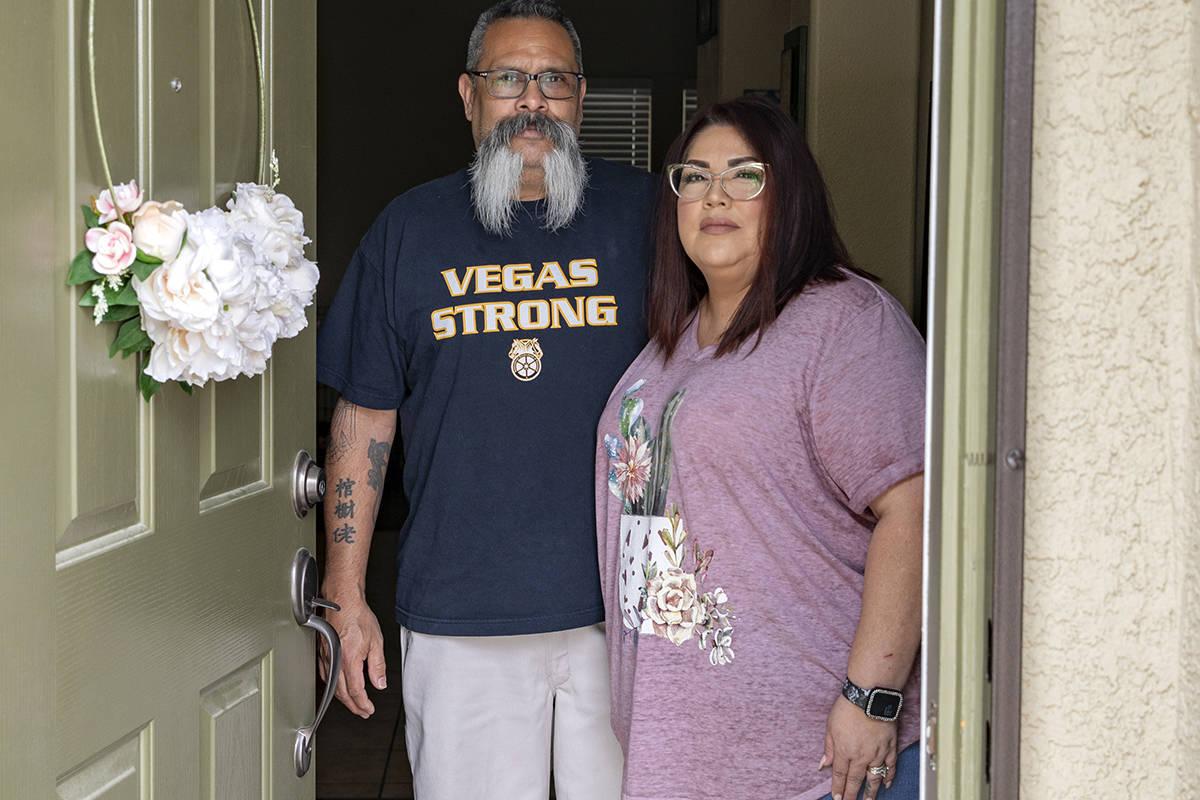 Brian y Mónica Ursua son fotografiados en su casa en North Las Vegas el jueves, 30 de abril de ...