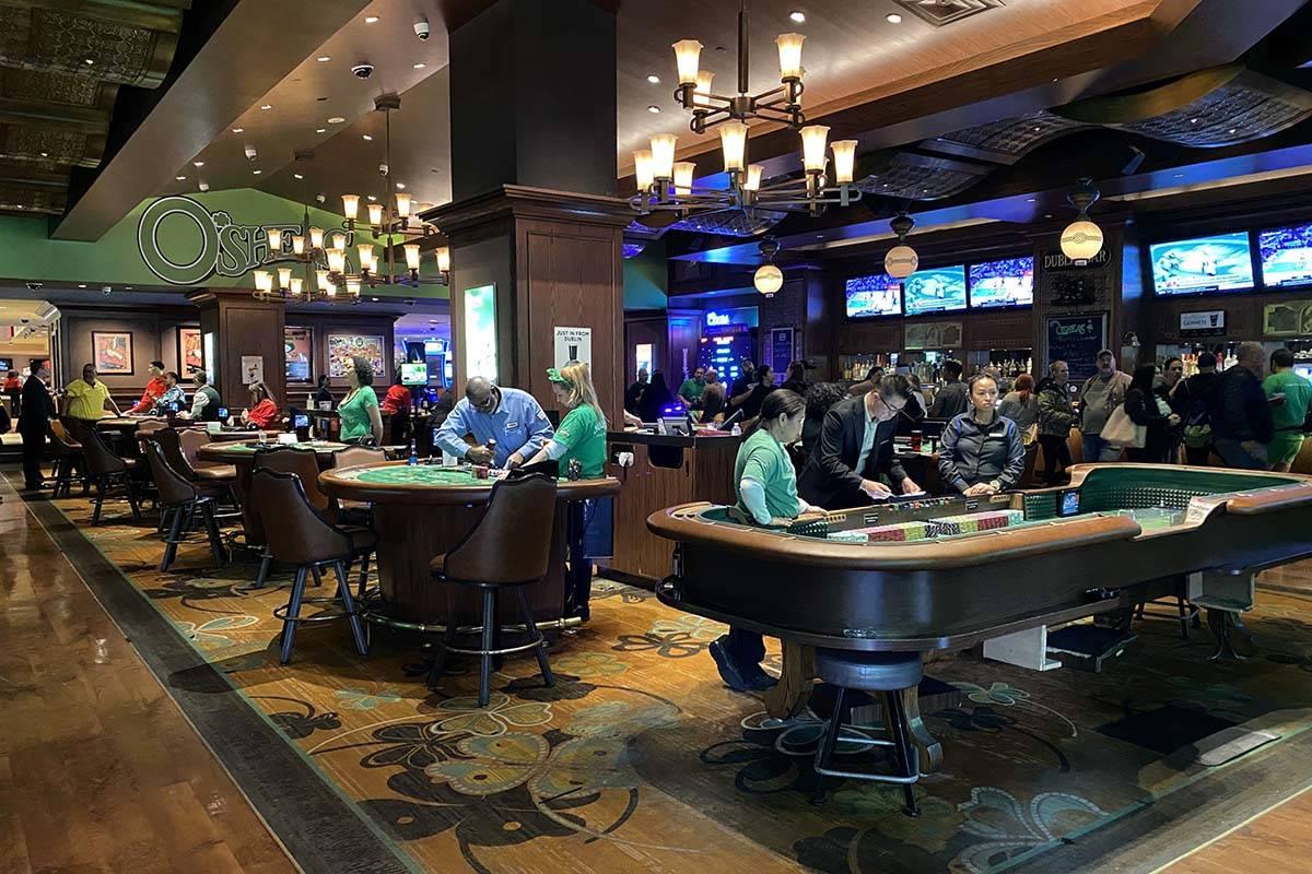Operaciones de juegos cerradas en el Strip en Las Vegas el martes, 17 de marzo de 2020. (K.M. C ...