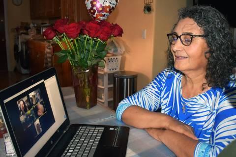 Alejandra Ortega Corral, celebró el Día de las Madres, recibiendo las felicitaciones de sus h ...