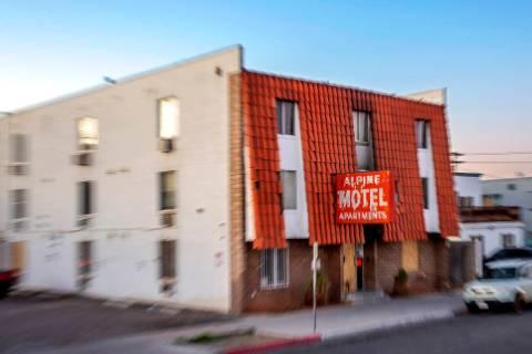 El exterior de los apartamentos del Motel Alpine el miércoles, 12 de febrero de 2020, en Las V ...