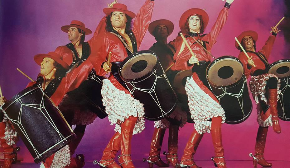Luis A. Frías, tercero a la izquierda, dirige el grupo de danza Los Gauchos Latinos, que se pr ...