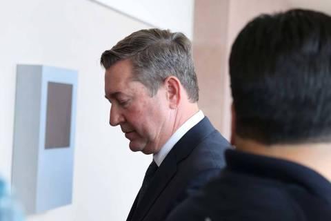 Scott Gragson, centro, agente de bienes raíces, acusado de un fatal accidente por conducir ebr ...