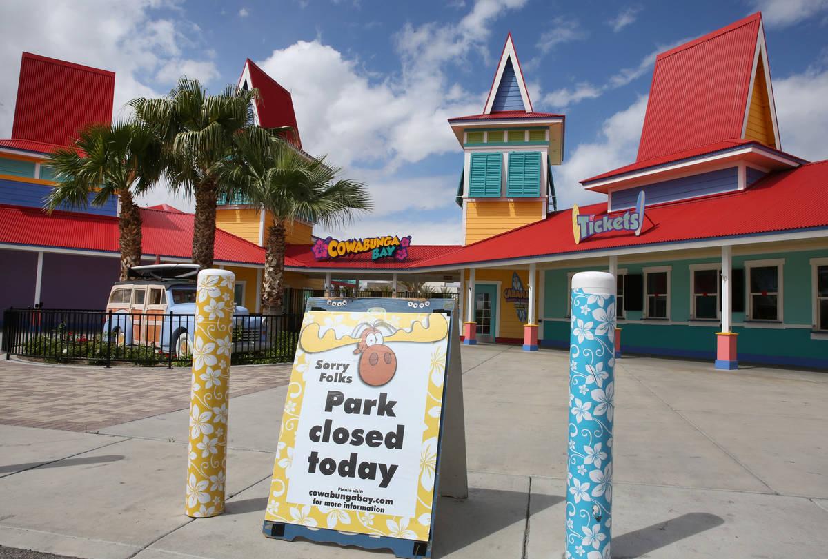 Cowabunga Bay permanece cerrada debido a la pandemia de coronavirus el martes, 7 de abril de 20 ...