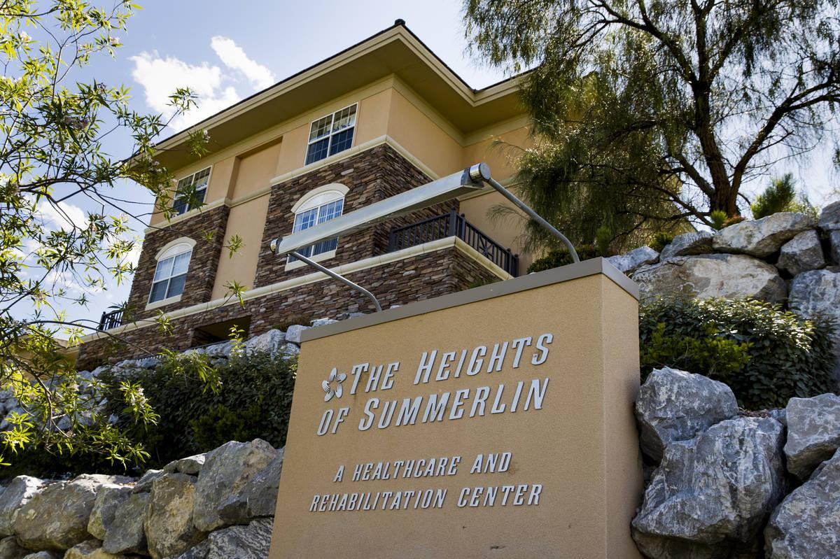 El exterior de The Heights of Summerlin, donde ha habido numerosas muertes allí debido al COVI ...