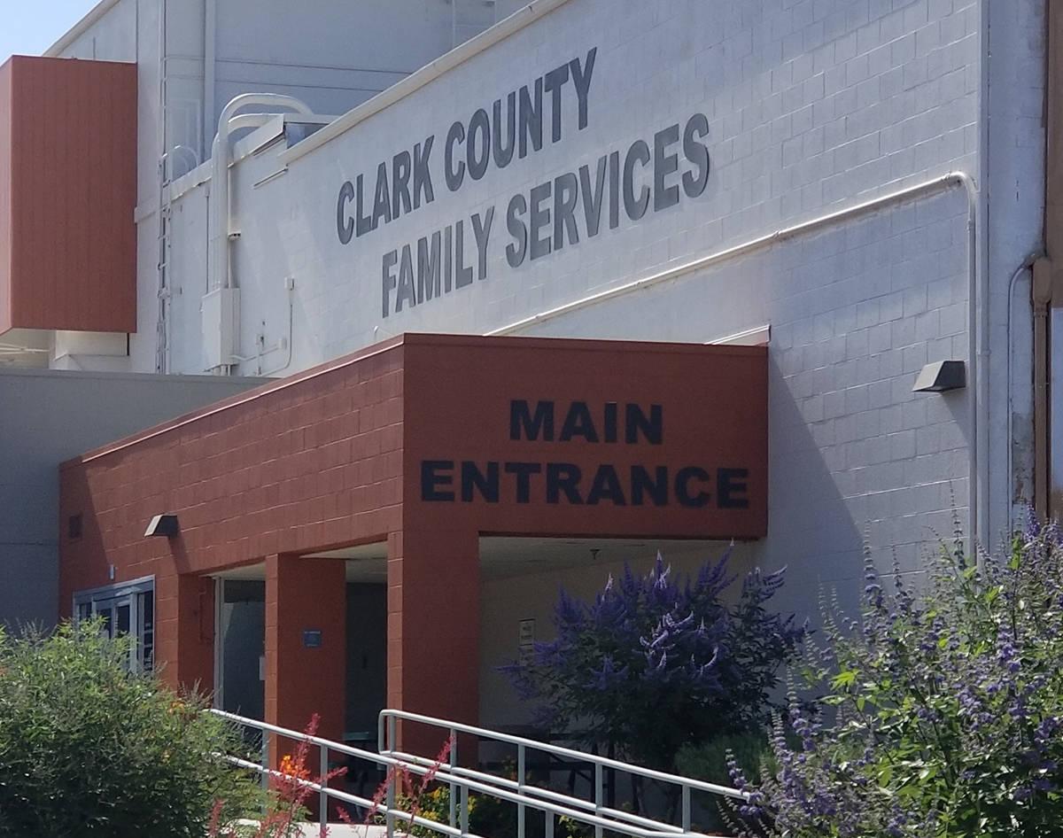 Exterior de las instalaciones del Departamento de Servicios para la Familia del Condado Clark. ...