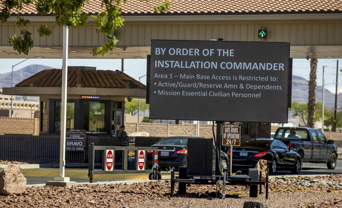 A los militares retirados ya no se les permite entrar y usar la farmacia de la Base Aérea de N ...
