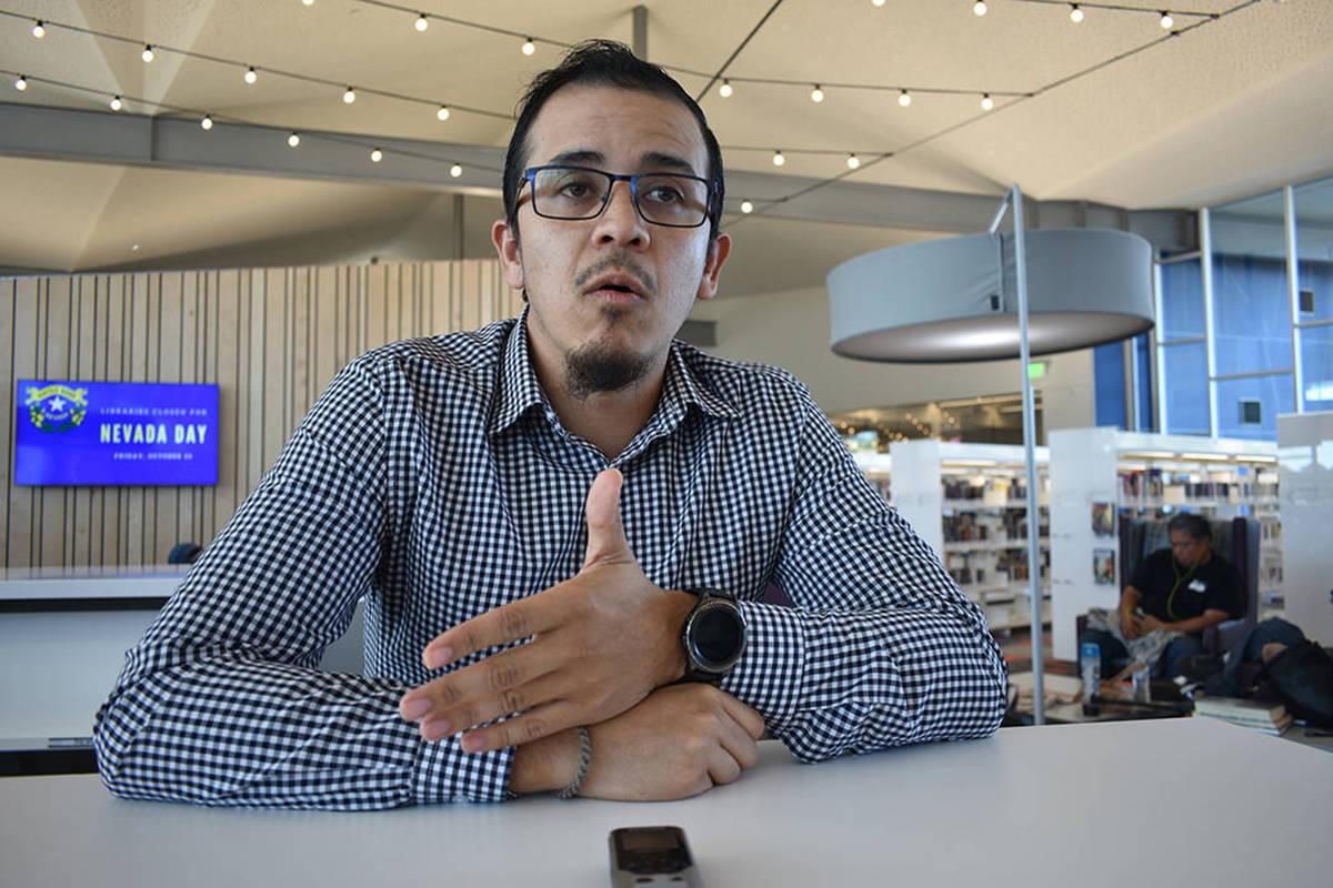 """Fotografía de archivo del """"Dreamer"""" Aarón Luna hablando sobre el futuro de DACA. Viernes ..."""