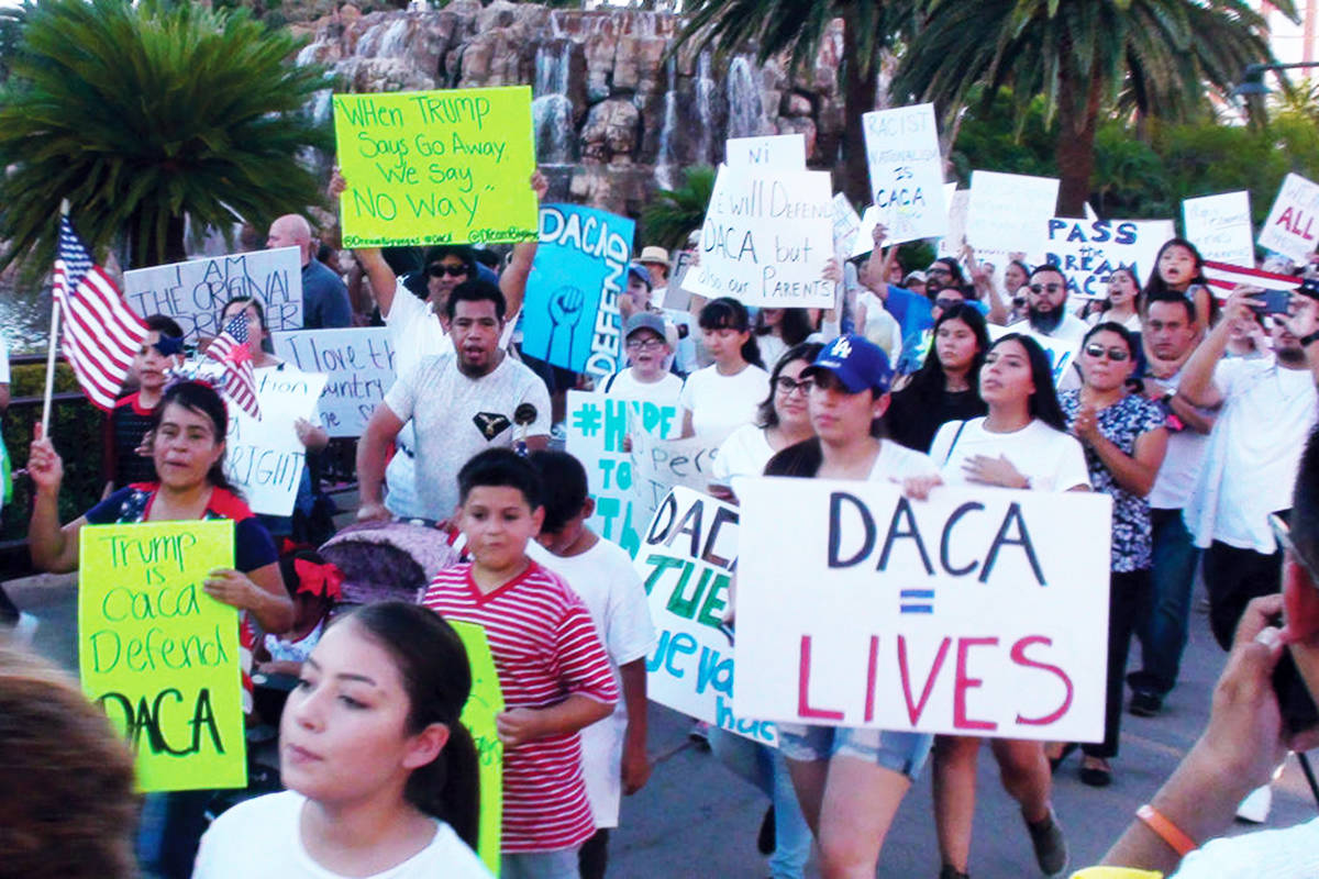 Fotografía de archivo de personas en una manifestaron contra la decisión del Gobierno Federal ...