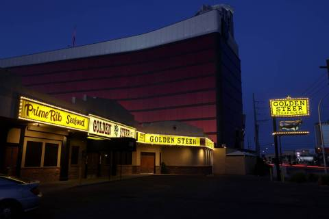 Golden Steer Steakhouse en la Avenida Sahara cerca del Strip en Las Vegas el viernes, 22 de may ...