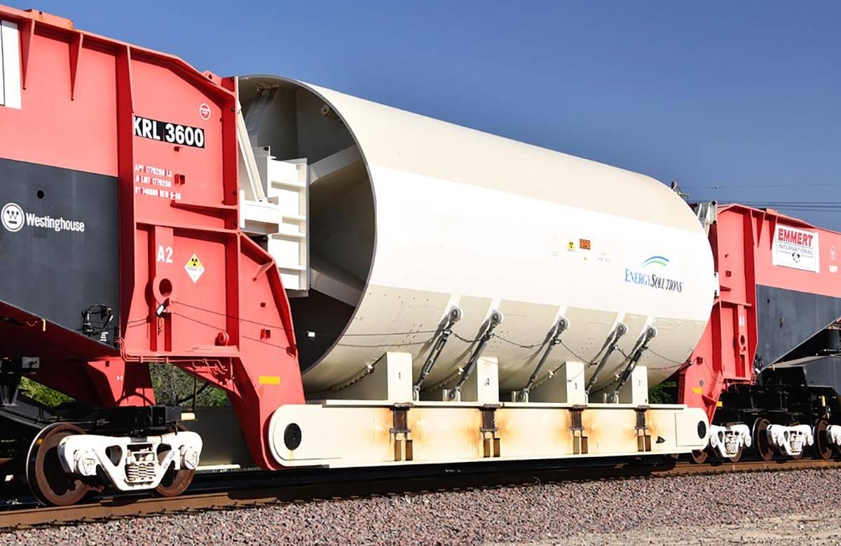 El KRL 3600 es el vagón de tren más grande del mundo. Se muestra cerca de Barstow, California ...