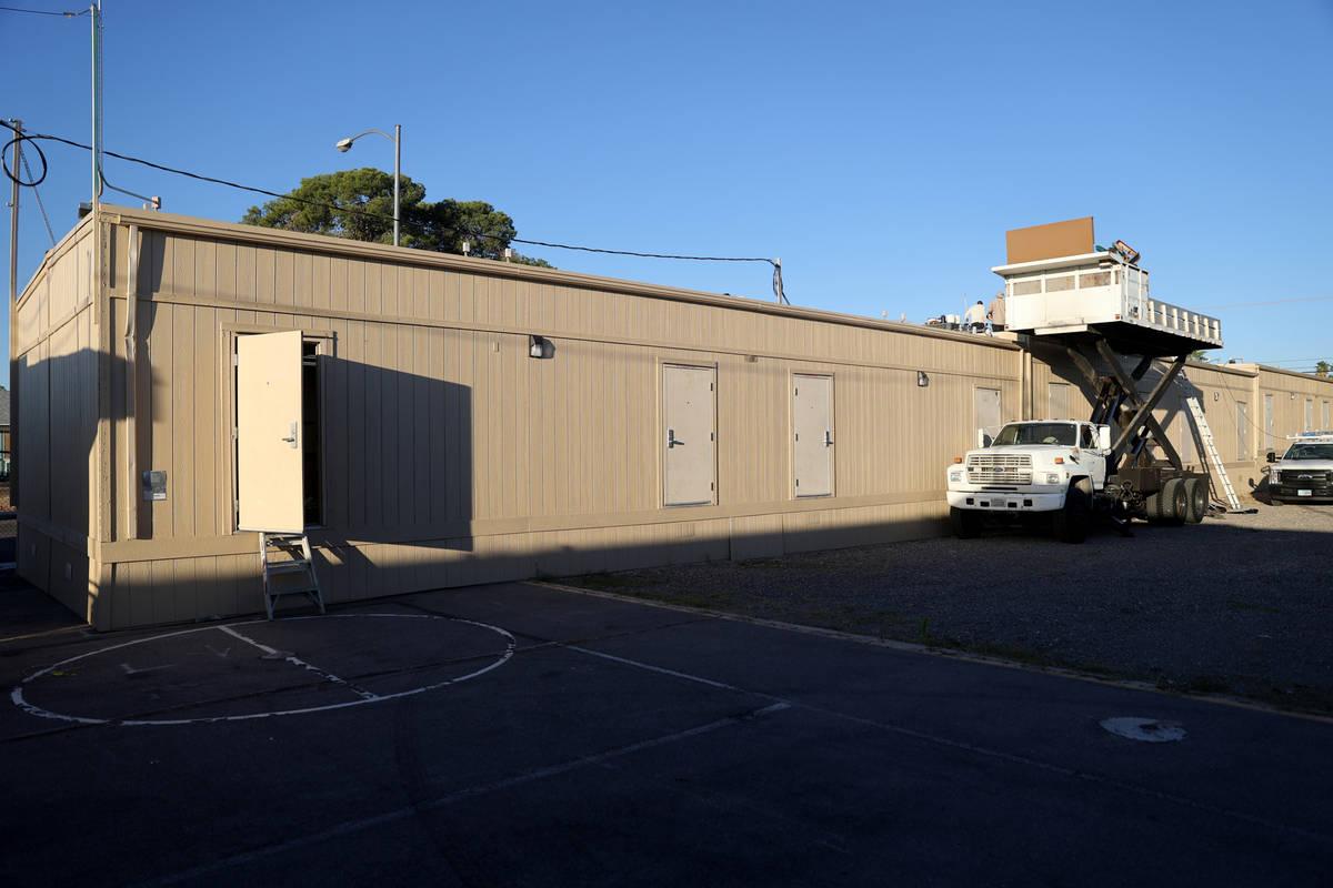 Aulas portátiles instaladas en la Escuela Primaria Ferron en Las Vegas el miércoles, 27 de ma ...
