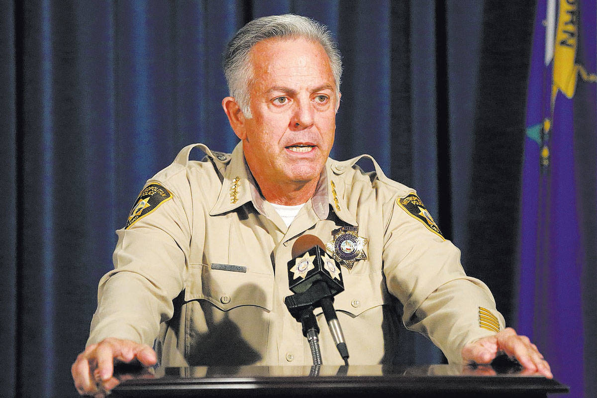 El Alguacil del Condado Clark, Joe Lombardo, responde a preguntas durante una conferencia de pr ...