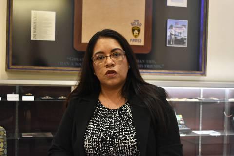 La especialista en investigaciones de LVMPD, Martha Aguirre, abordó las seis formas de estafa ...