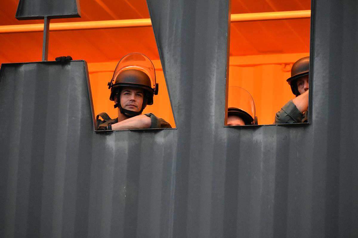 Elementos de la policía desplegaron un operativo para responder a incidentes causados por algu ...