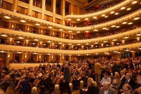 El director Donato Cabrera dirige una noche especial de las Cuatro Estaciones de Vivaldi. De An ...