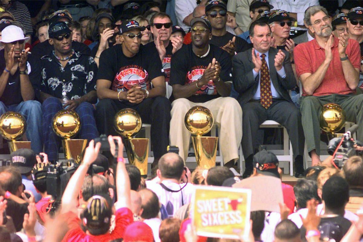En esta foto de archivo del 16 de junio de 1998, los campeones de la NBA, desde la izquierda: R ...