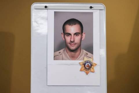 Una fotografía del oficial de policía Shay K. Mikalonis, que fue disparado y se encuentra en ...