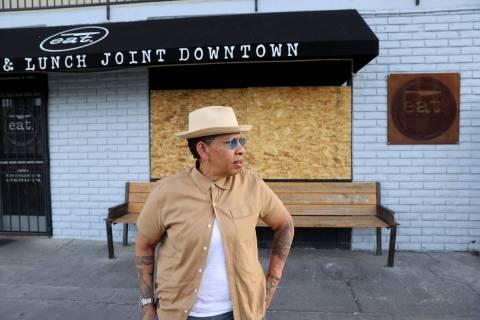 Natalie Young, dueña de EAT, en su restaurante cerrado en el centro de Las Vegas el martes, 2 ...
