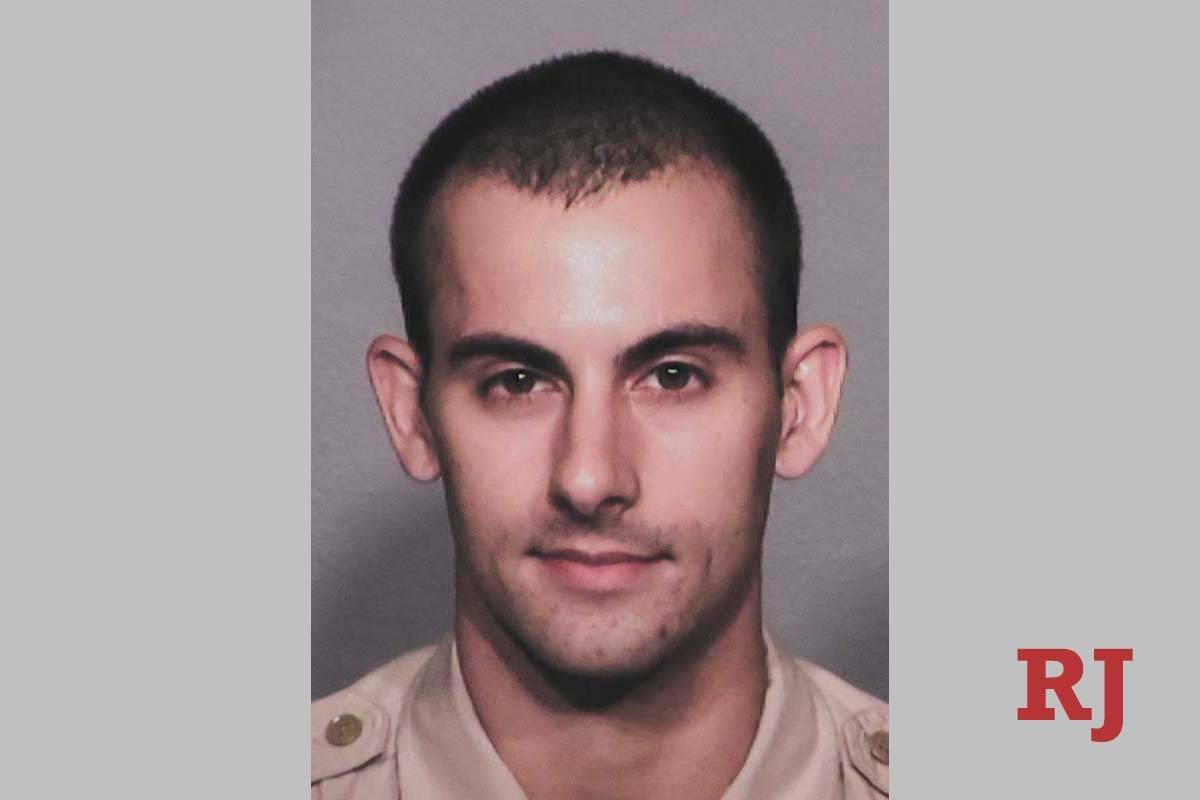 El oficial del Departamento de Policía Metropolitana, Shay Mikalonis, fue gravemente herido en ...