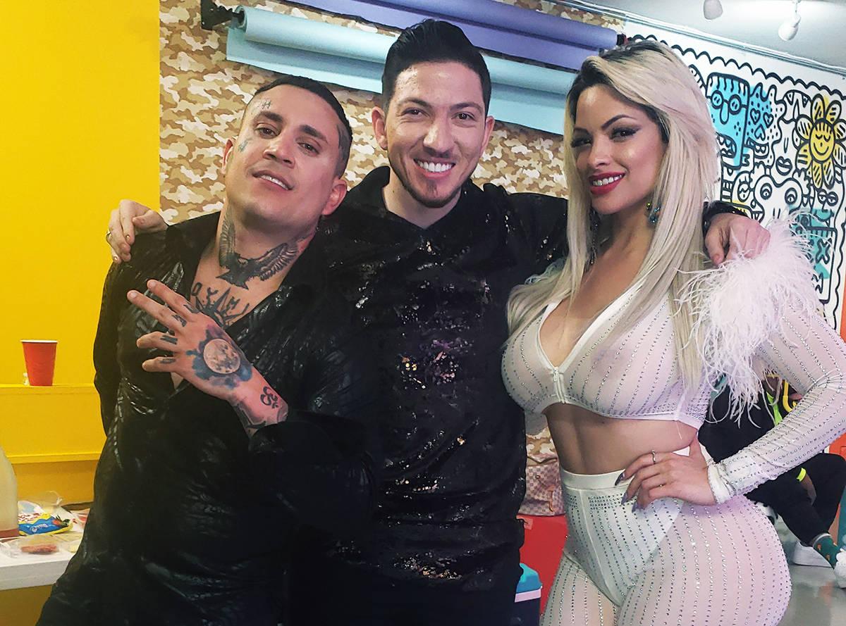 Osmani García realizó un videoclip en el Downtown. En la foto es acompañado –centro- por l ...