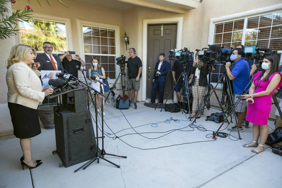 La concejala de Las Vegas, Michele Fiore, da una conferencia de prensa en su casa de Las Vegas ...