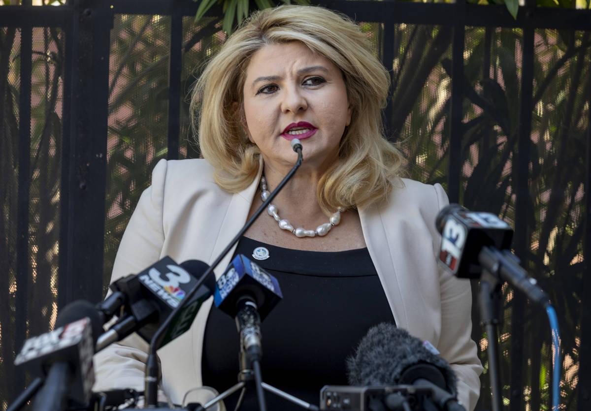 La concejal de Las Vegas, Michele Fiore, da una conferencia de prensa en su casa de Las Vegas ...