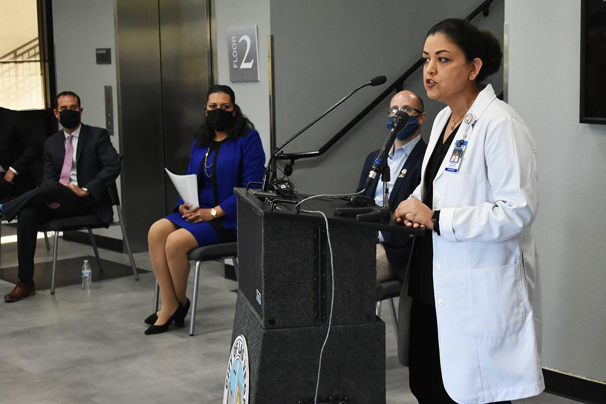 La directora médica de enfermedades infecciosas de UMC, Dra. Shadaba Asad, explicó que person ...