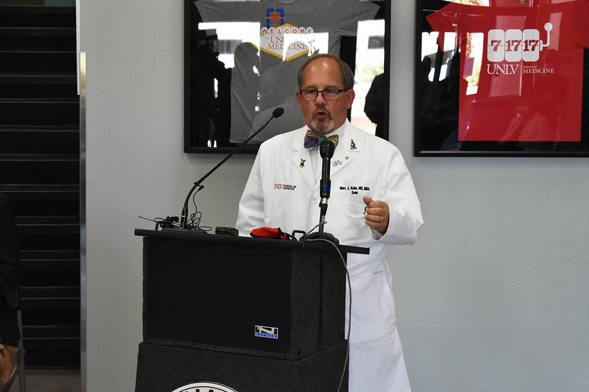 El decano de la Facultad de Medicina de UNLV, Dr. Marc J. Kahn, dijo que los hospitales locales ...