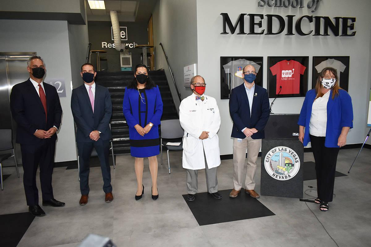 Distintos funcionarios públicos y especialistas médicos se unieron para pedir a la comunidad ...
