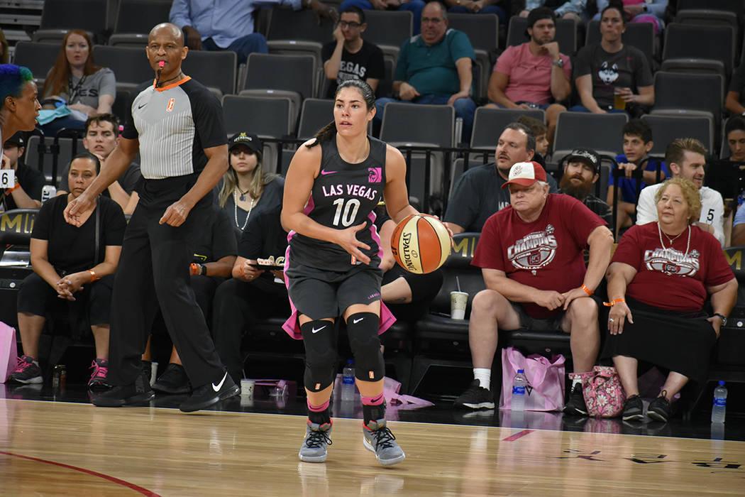 Archivo.- Kelsey Plum (10) nuevamente marcó un tiro triple en la temporada 2018 de la WNBA. Ju ...