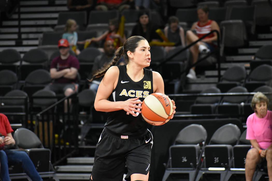 Archivo.- Kelsey Plum (10) aporta dinamismo y seguridad defensiva en cada juego de Las Vegas Ac ...