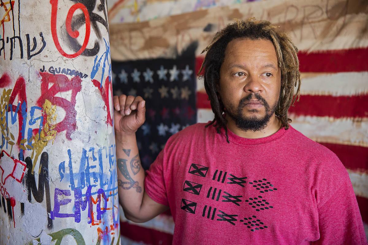 El artista multidisciplinario, Brent Holmes el jueves, 11 de junio de 2020 en su casa en Las Ve ...