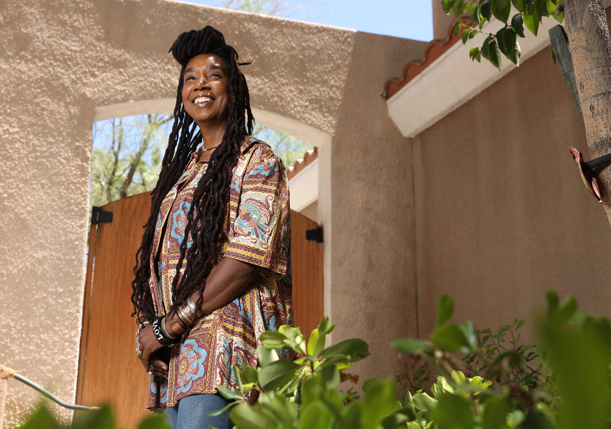 Erica Vital-Lazare, profesora universitaria y artista, posa para una foto en su casa de Las Veg ...