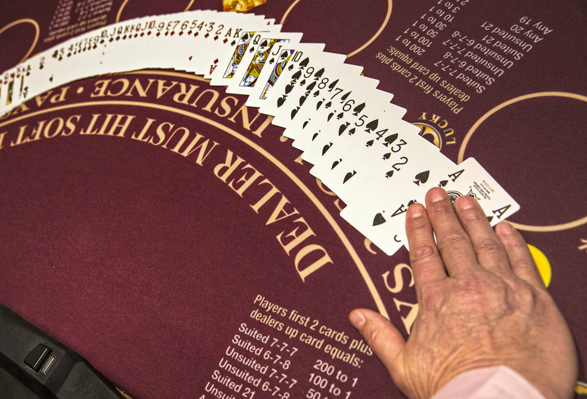 Un juego de mesa en una propiedad de MGM Resorts International en Las Vegas. (Benjamin Hager La ...