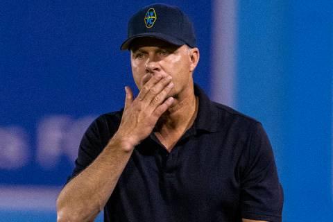 El entrenador de Lights FC de Las Vegas, Eric Wynalda, durante su partido contra Orange County ...