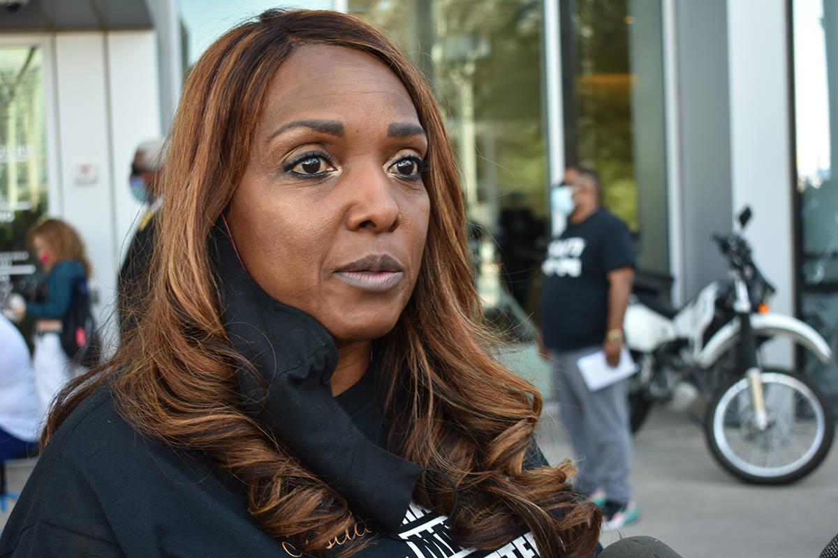 La presidenta de la organización NAACP Las Vegas, Roxann McCoy, pidió a los miembros del Conc ...