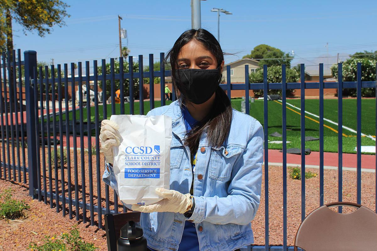 CCSD y YMCA siguen ofreciendo almuerzos gratis para estudiantes hasta agosto. Viernes 19 de jun ...