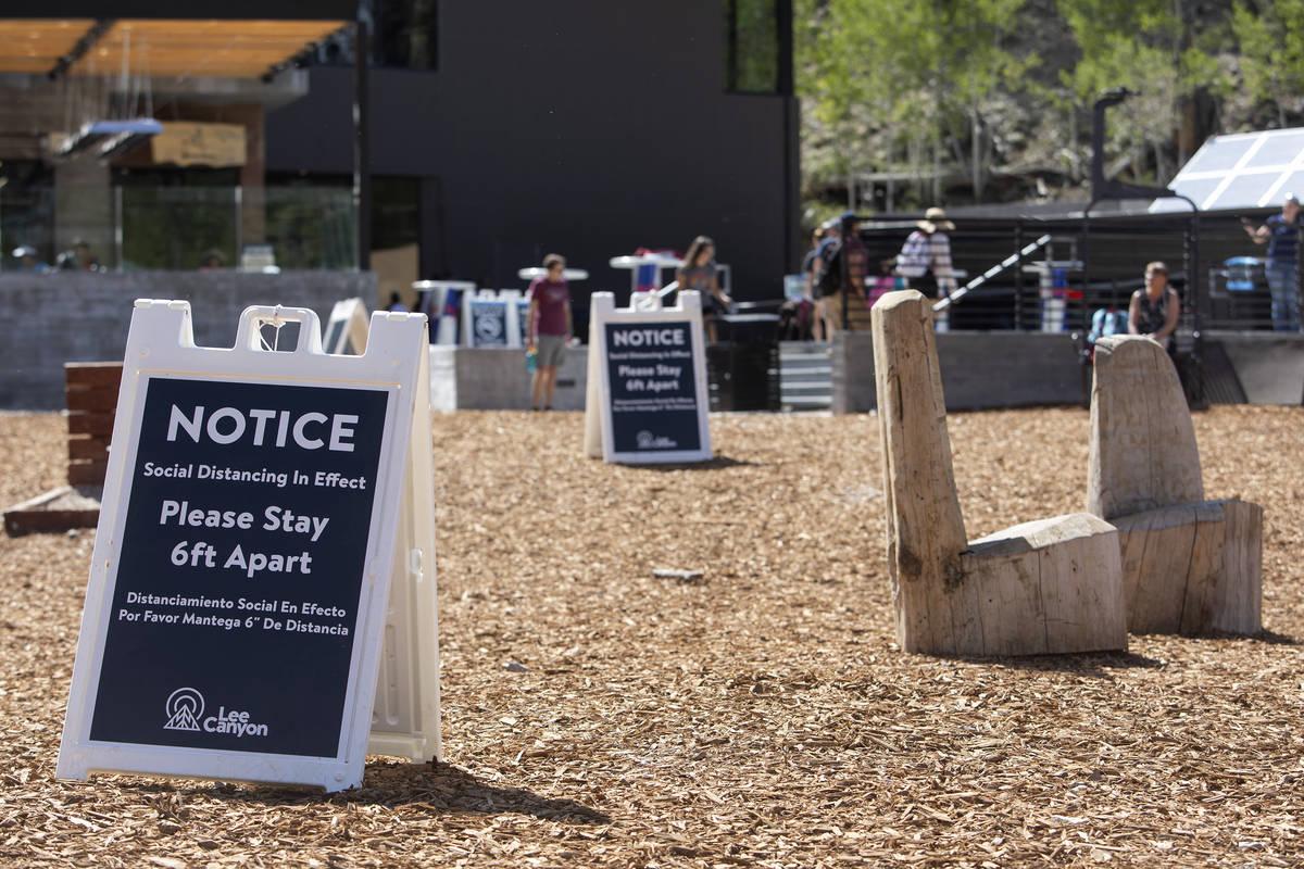 Se fomenta el distanciamiento social en el Cañón Lee el domingo, 21 de junio de 2020 en el Mo ...