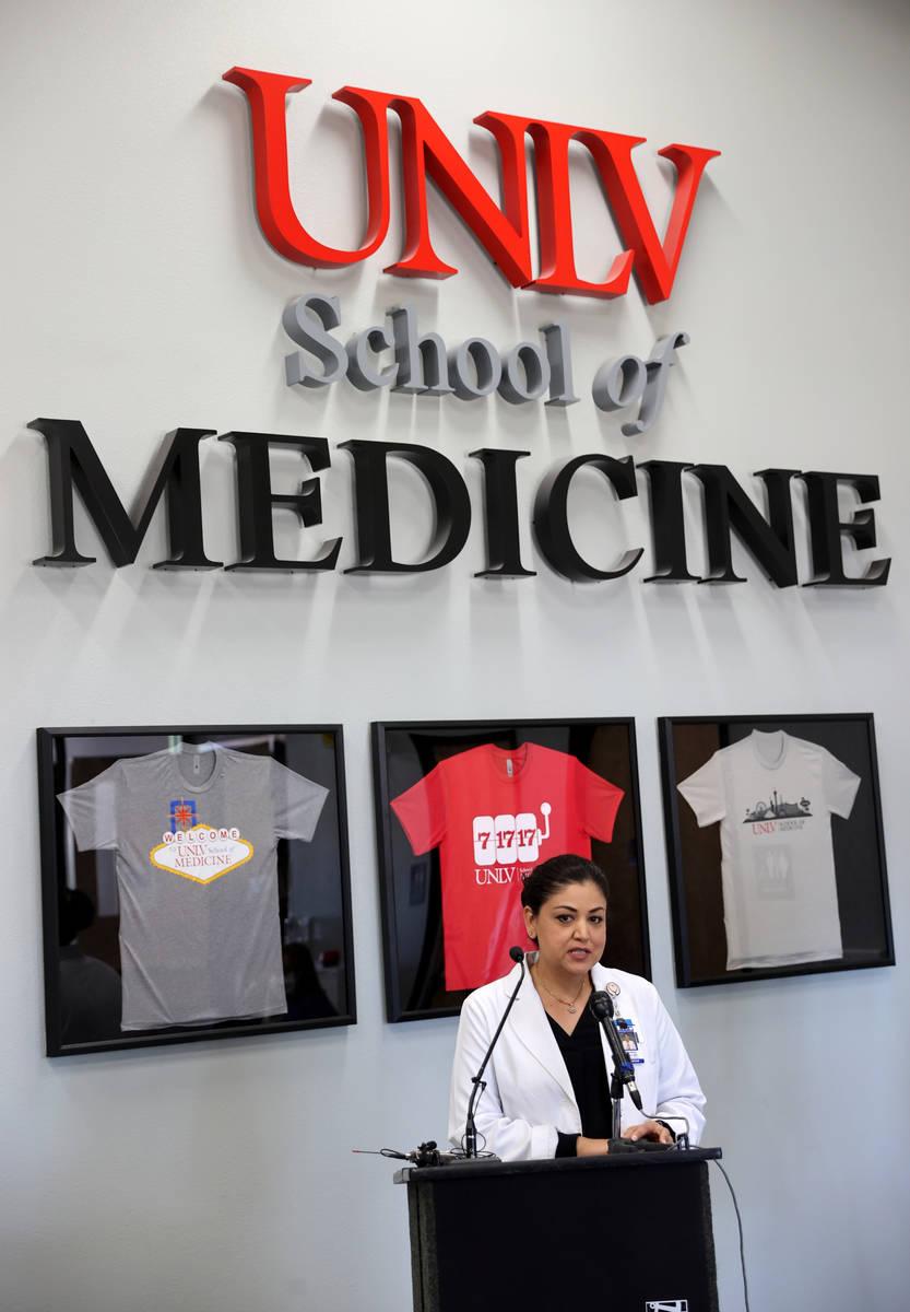 La doctora Shadaba Asad, Directora de Enfermedades Infecciosas del Centro Médico Universitario ...