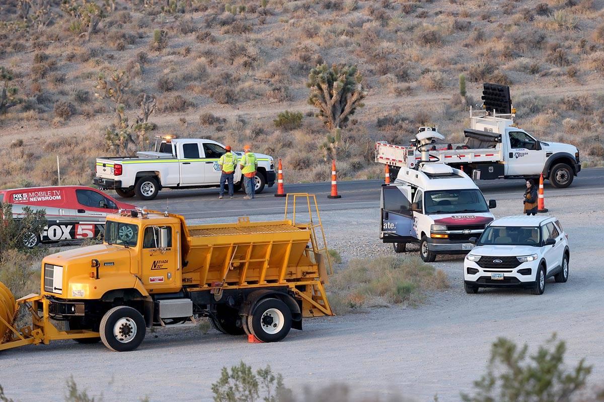 El camino del Cañón Kyle está cerrado a 9.2 millas de la autopista U.S. 95 mientras las trip ...