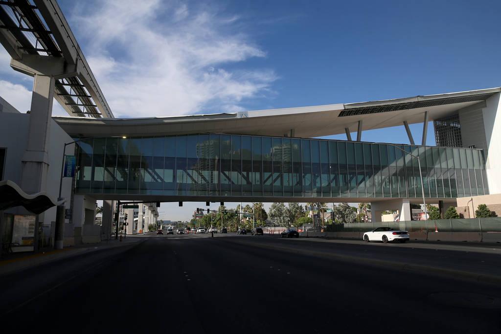 El puente peatonal que conecta el proyecto de expansión del Centro de Convenciones de Las Vega ...