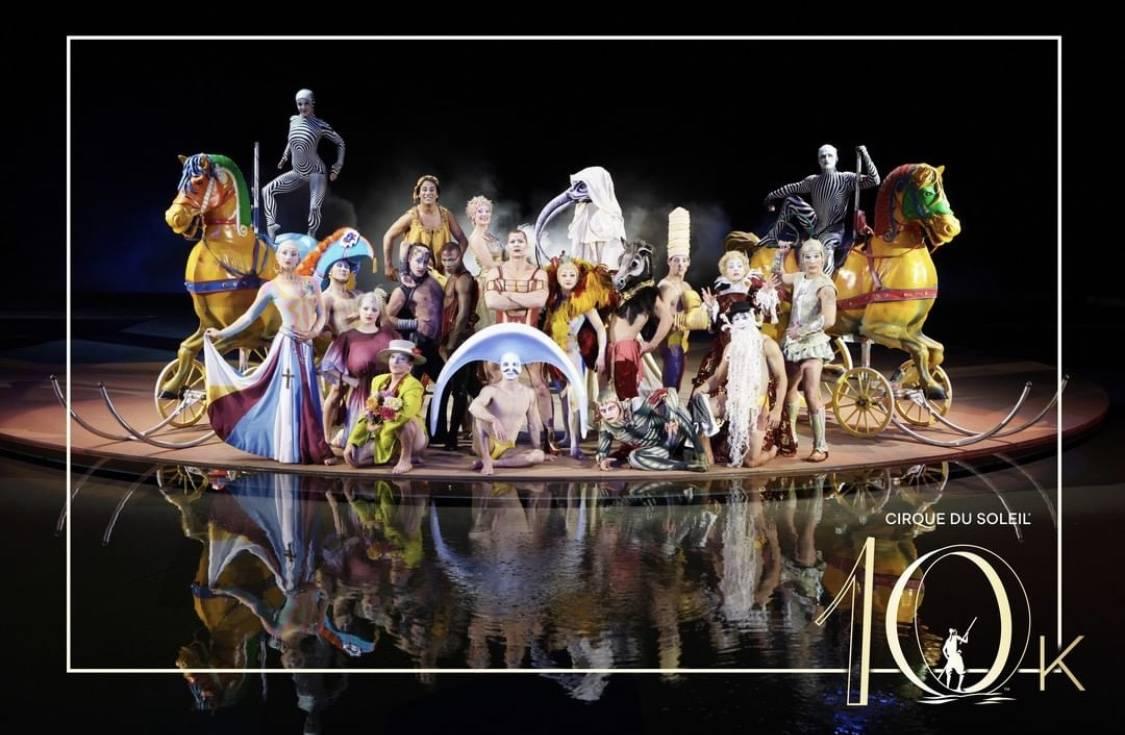 """El elenco de """"O"""" celebró su presentación número 10 mil en Bellagio el 1º de septiembre de 2 ..."""