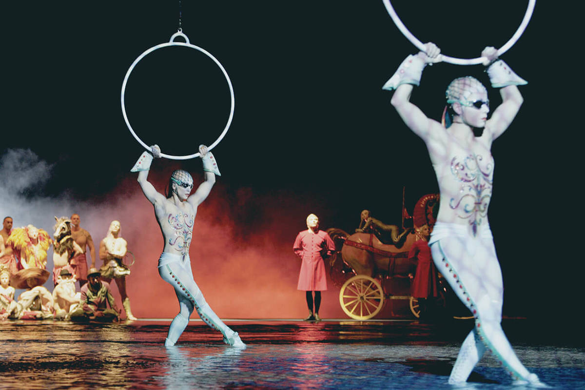 """Aerial Hoops en """"O"""", que celebró su presentación número 10 mil en Bellagio el domingo, 1º d ..."""