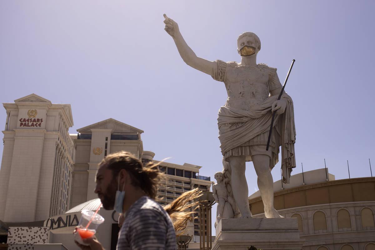 En esta foto de archivo, una vista del Caesars Palace en Las Vegas tomada el sábado 6 de junio ...
